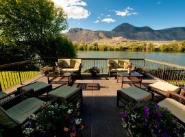 Riverland Inn & Suites