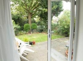 Garden Apartment w/ easy access to central London