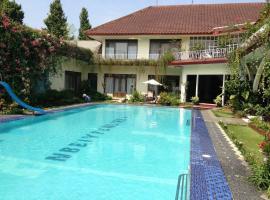 Villa The Garden Syariah, Puncak (рядом с городом Gadok 1)