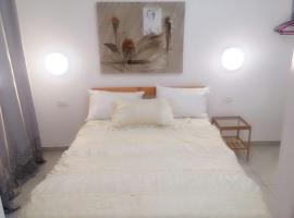 A holiday apartment in the city, in a residential building, 'Akko