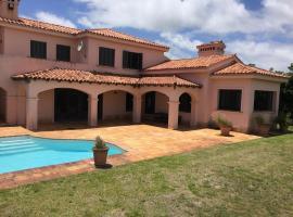 Espectacular Casa en 1era linea del Mar, acceso a playa desde tu jardin!, Punta del Este (Cerca de Punta Ballena)