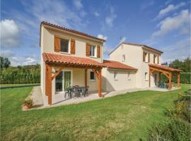 Three-Bedroom Holiday Home in Savignac-Les-Eglises, Savignac-les-Églises (рядом с городом Mayac)