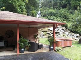 Brightwater Falls Retreat, Hendersonville