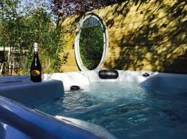 Romantic Getaway for 2 with Hot Tub in Scotland., Даннинг