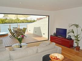 Lapwing Lake Lodge, Cirencester (Near South Cerney)