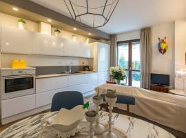 Design apartment with garden, Milano (Vigentino yakınında)