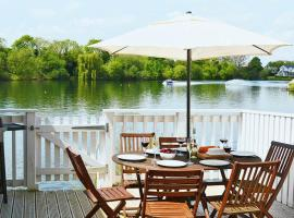 COT-017. Swan Lake Lodge (39 - 03), Cirencester (Near South Cerney)