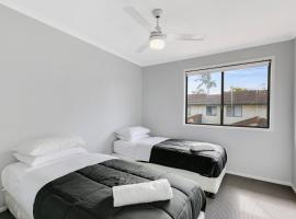 3 Bedroom Villa, sleeps 7 at Fountain View Estate, Gold Coast (Gilston yakınında)