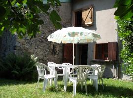 Niaux - Pyrenees Ariegeoises - petit gite tres confortable et accueillant dans le parc naturel regional, Niaux (рядом с городом Ornolac-Ussat-les-Bains)