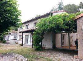 Maison d'hôtes Les Beaux Chenes, Mortagne-sur-Sèvre (рядом с городом Saint-Martin-des-Tilleuls)