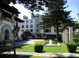 Hotel y Apartamentos Arias, Навия (рядом с городом Харрио)
