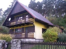 Chata u lesa Máchův kraj, Jestřebí (Zahrádky yakınında)
