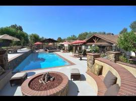 Stunning Estate and Private Oasis, Walnut (in de buurt van Diamond Bar)