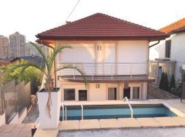 New Happy apartment with swimming pool, Saraybosna (Hrasno yakınında)
