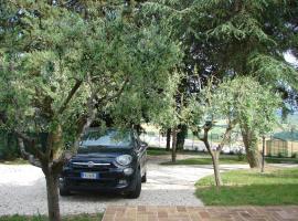 Villa Poggio San Pietro, Mogliano (Massa Fermana yakınında)
