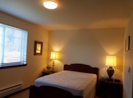 Comfortable Artistic Private room@Millcreek, Bothell