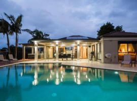 Luxury Waterfront Home, Gold Coast (Varsity Lakes yakınında)