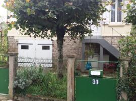 Chambre-salon chez Loulou, Mont-Génie (рядом с городом Peyrilhac)