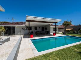 Trigg Scarborough Beach Big House Pool Great Location, Perth (North Beach yakınında)