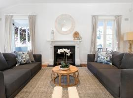 Sublime five-bedroom home 5 minutes from the beach, Collaroy (Narrabeen yakınında)