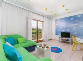 Spacious 2 bedroom apartment with big garden