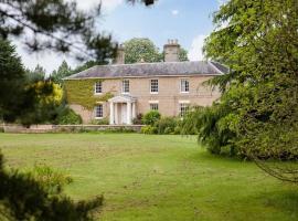 Vicarage House & Pool House, Hockham (рядом с городом Rockland Saint Peter)