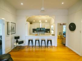 3 Bedroom / 2 Bath Queenslander - Aeroglen