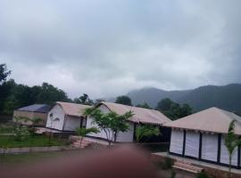 Polo Tent, Vijayanagar (рядом с городом Kherwāra)