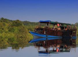 Orangutan River Cruise, Kumai (рядом с городом Pangkalan Bun)