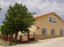 Casa y Apartamentos Nati, Карраскоса (рядом с городом Пуэнте-де-Вадильос)
