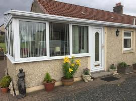 Scottish Cottage with Hot Tub, Airdrie