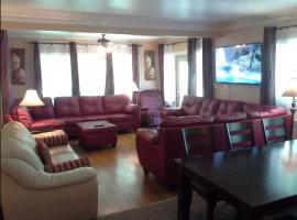 JARVIS Edgewater Park & Beach 5BD Villa, Cleveland