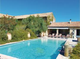 Six-Bedroom Holiday Home in Serignan du Comtat, Сериньян-дю-Конта