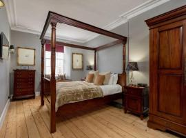 Luxury Two-bedroom apartment on Royal Mile