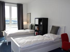 double room in a business apartment (sharing showers)