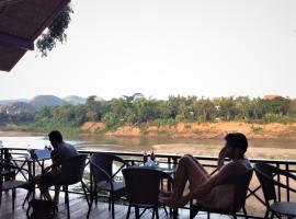 Chill Riverside Hostel & Cafe