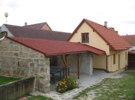 Holiday home in Trhove Sviny 30469, Trhové Sviny (Žumberk yakınında)