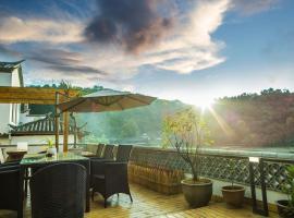 Heshun Xinan Riverside Guesthouse