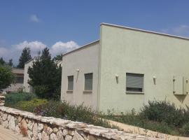 Tzeri's House- Naktrina, She'ar Yashuv