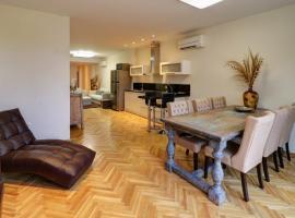 Luxurious 3-bedroom beach apartment