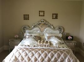 Citywest Saggart luxury ensuite room, Ситиуэст