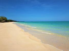 Paradise Beach Andros, Smith's Hill (Mangrove Cay yakınında)