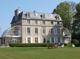Chambres d'Hôtes Château de Damigny, Saint-Martin-des-Entrées (рядом с городом Ellon)