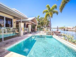 Bribie Island Luxurious canal home!, Banksia Beach