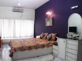 Upscale Apartment in Posh Alipore Area, Калькутта (рядом с городом Алипур)