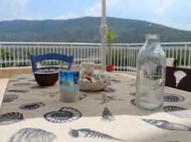 Entire home with mountain & sea view, Prosília (рядом с городом Orini Meligou)