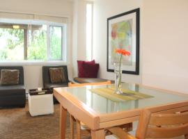 Bright and Airy Garden Suite- North Vancouver