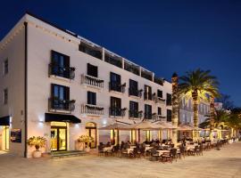 Hotel Pine, Tivat