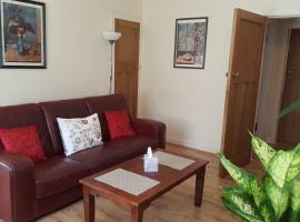 3 bedroom west end flat with parking, Глазго (рядом с городом Milngavie)