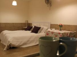 Zimmer for couple, Bat Ayin (рядом с городом Nehemia)